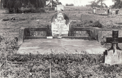 Historic picture of Makaraka cemetery, block MKL, plot 818.