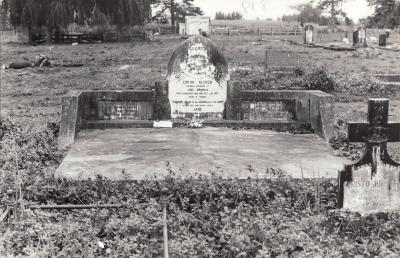 Historic picture of Makaraka cemetery, block MKL, plot 818.