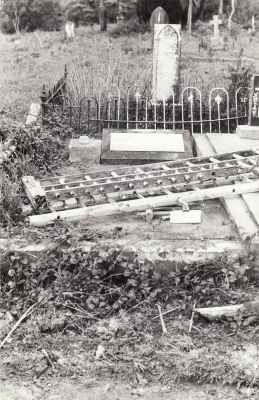 Historic picture of Makaraka cemetery, block MKL, plot 830.