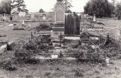 Historic picture of Makaraka cemetery, block MKL, plot 832.