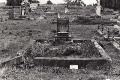 Historic picture of Makaraka cemetery, block MKL, plot 833.