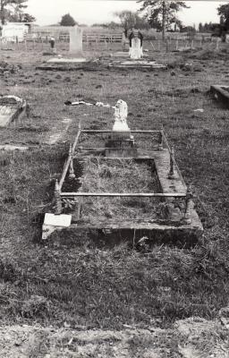 Historic picture of Makaraka cemetery, block MKM, plot 1053.
