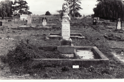 Historic picture of Makaraka cemetery, block MKM, plot 1054.