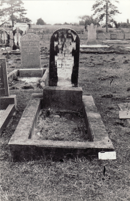 Historic picture of Makaraka cemetery, block MKM, plot 1062.