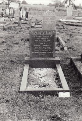 Historic picture of Makaraka cemetery, block MKM, plot 1062.