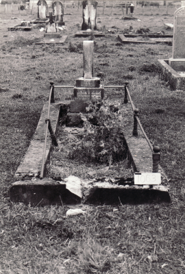 Historic picture of Makaraka cemetery, block MKM, plot 1063.