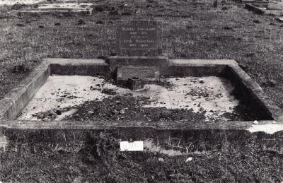 Historic picture of Makaraka cemetery, block MKM, plot 1086.