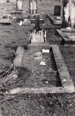 Historic picture of Makaraka cemetery, block MKM, plot 1433A.