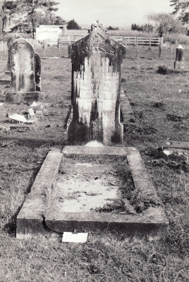Historic picture of Makaraka cemetery, block MKM, plot 1437.