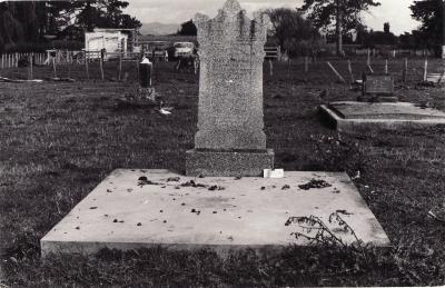 Historic picture of Makaraka cemetery, block MKM, plot 1450.