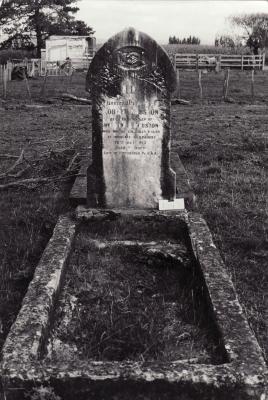 Historic picture of Makaraka cemetery, block MKM, plot 1549.
