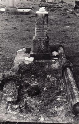 Historic picture of Makaraka cemetery, block MKM, plot 1563.