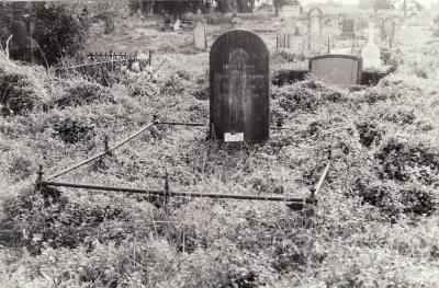 Historic picture of Makaraka cemetery, block MKOLD, plot 112.