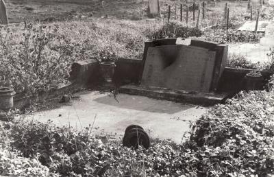 Historic picture of Makaraka cemetery, block MKOLD, plot 131.