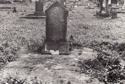 Historic picture of Makaraka cemetery, block MKOLD, plot 175.