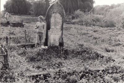 Historic picture of Makaraka cemetery, block MKOLD, plot 179.