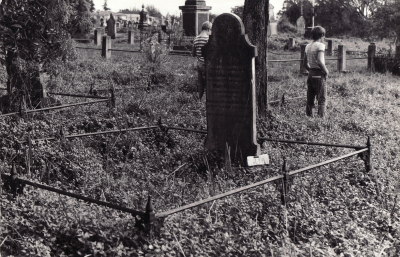 Historic picture of Makaraka cemetery, block MKOLD, plot 17A.