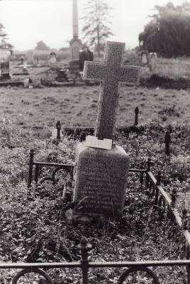 Historic picture of Makaraka cemetery, block MKOLD, plot 180.