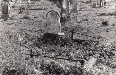 Historic picture of Makaraka cemetery, block MKOLD, plot 198.