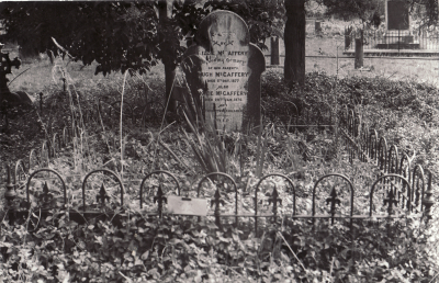 Historic picture of Makaraka cemetery, block MKOLD, plot 32.