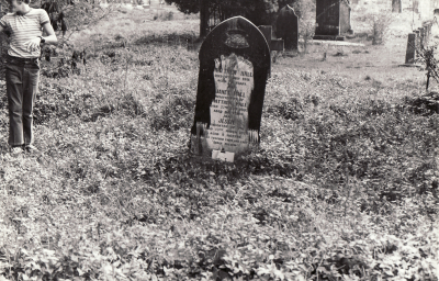 Historic picture of Makaraka cemetery, block MKOLD, plot 34.
