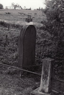 Historic picture of Makaraka cemetery, block MKOLD, plot 59.
