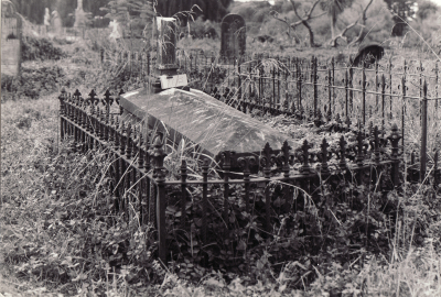 Historic picture of Makaraka cemetery, block MKOLD, plot 71.