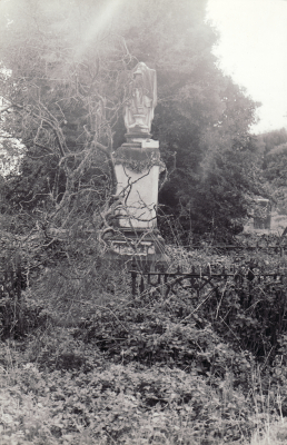 Historic picture of Makaraka cemetery, block MKOLD, plot 81A.