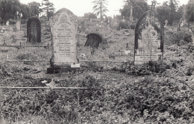 Historic picture of Makaraka cemetery, block MKOLD, plot 96.